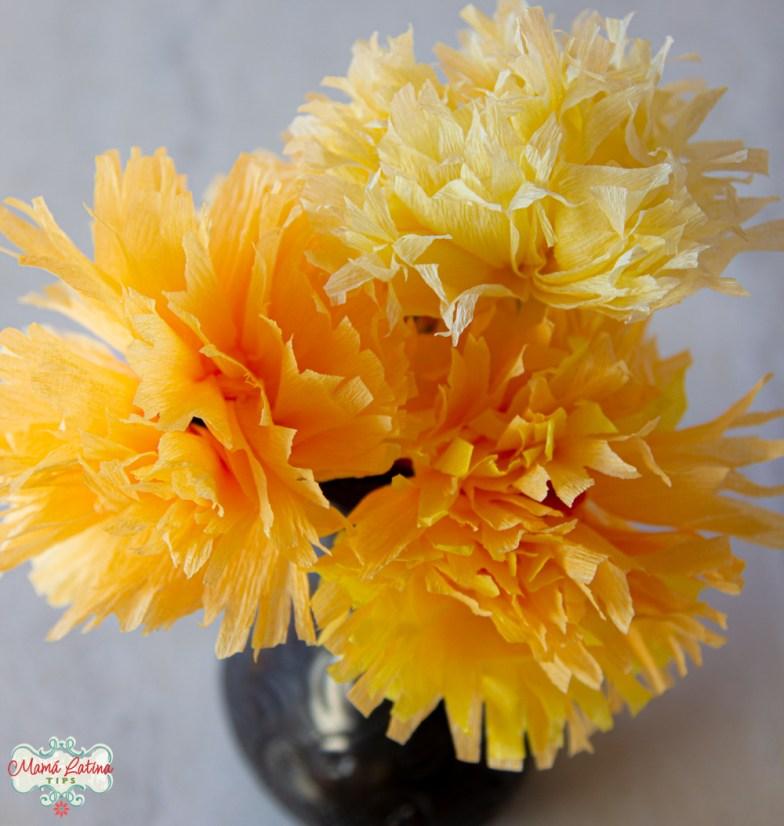 flores de cempazúchitl de papel crepé
