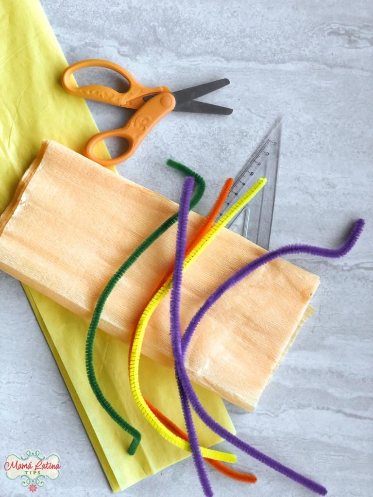 papel maché, tijeras y limpia pipas