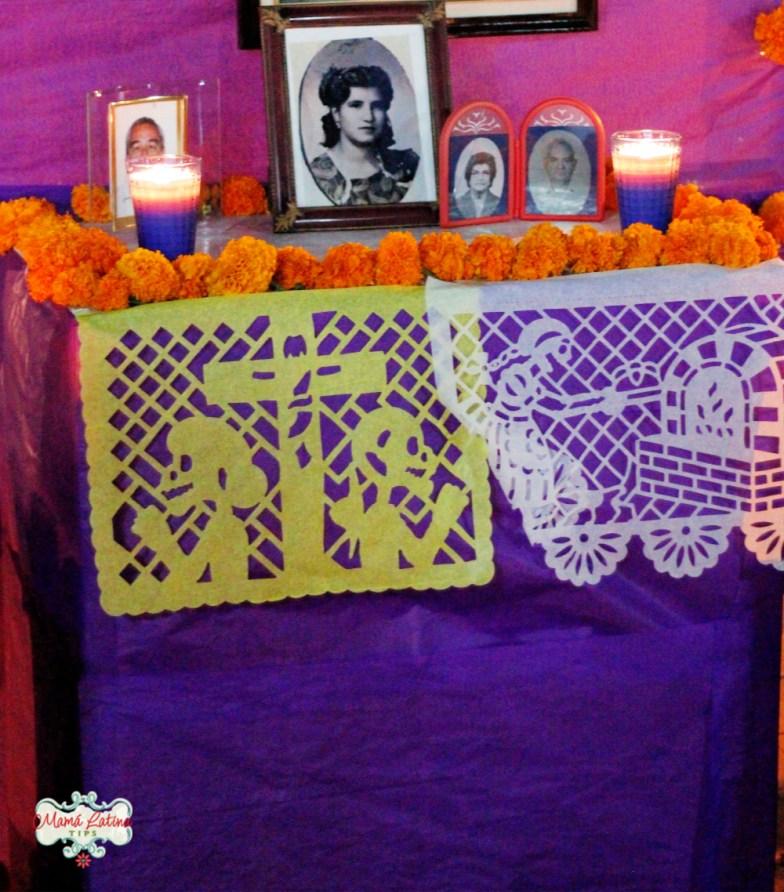 Fotos en altar de muertos en Mexico