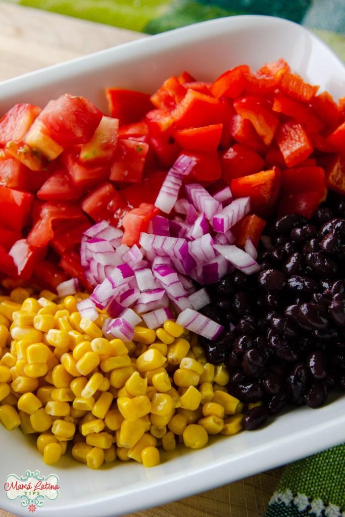 jitomate, pimientos y cebolla morada picados, frijoles negros y elote desgranado