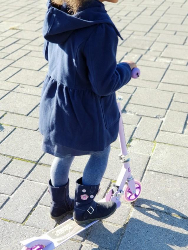 donkerblauwe meisjesjas of winterjas van Noppies