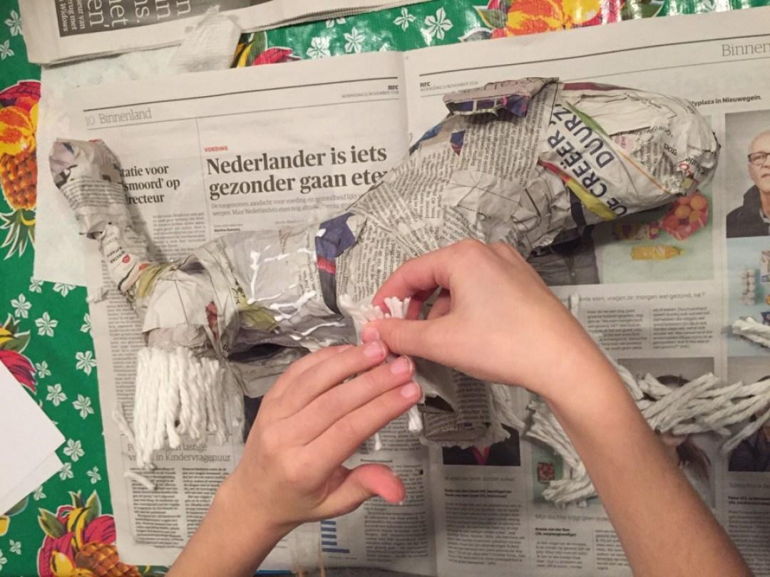 surprise maken van papier mache