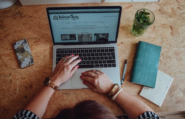Misschien werk je alweer een tijdje thuis en merk je dat je het lastig vindt. Lees hier tips om productief thuiswerken mogelijk te maken, want het kan echt!