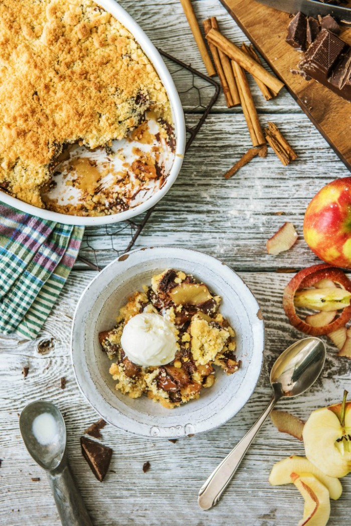 APPLE CRUMBLE WITH CHOCOLATE