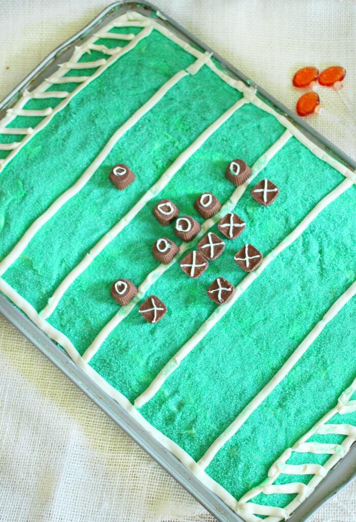PLAYERS ON FOOTBALL FIELD CAKE