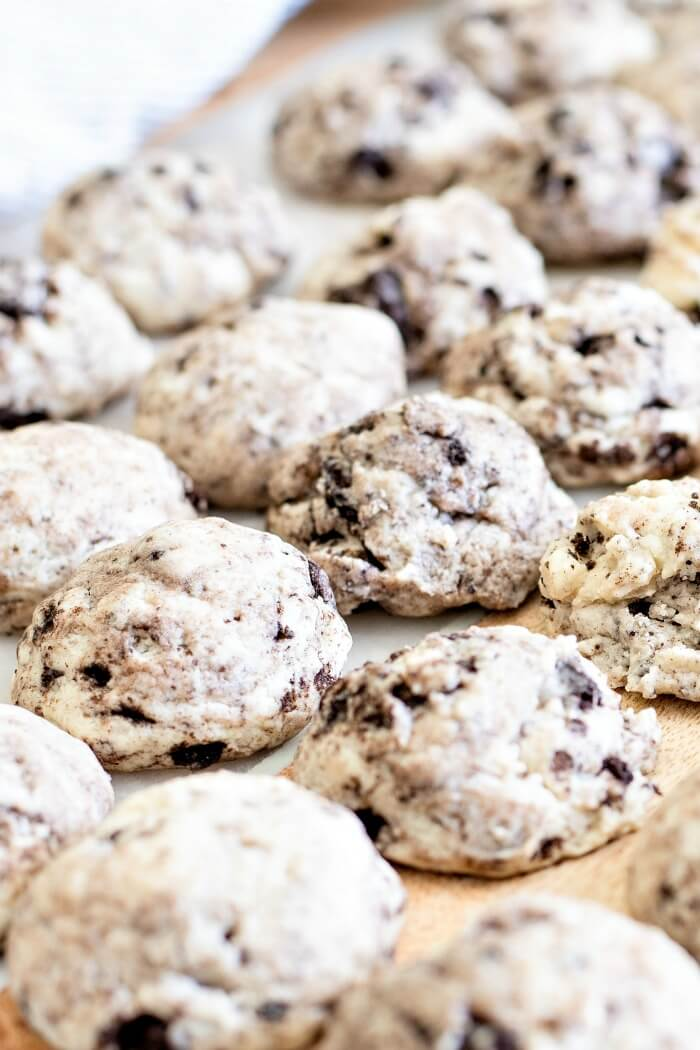 COOKIES AND CREAM COOKIES WITH OREOS