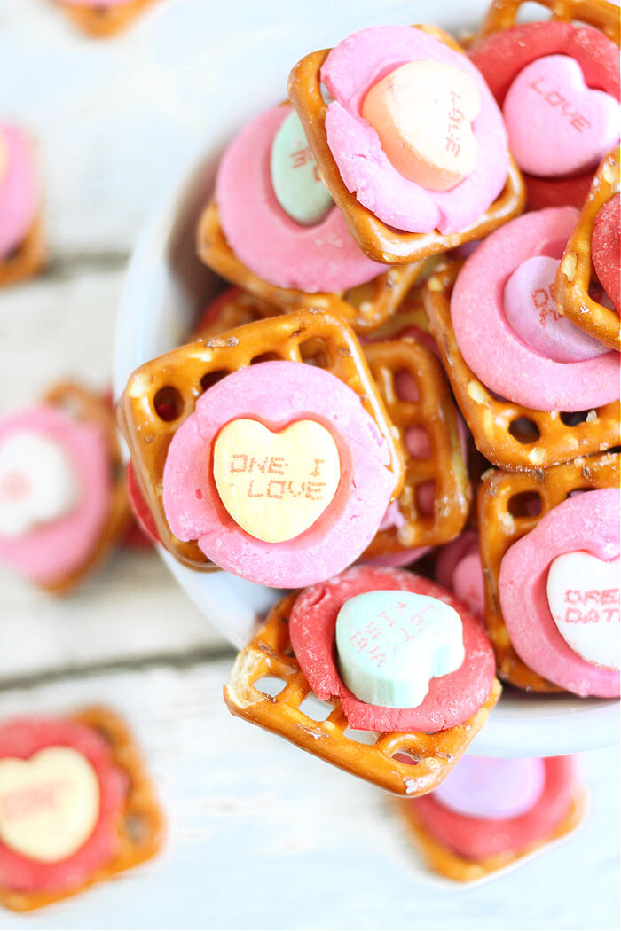 HOW TO MAKE VALENTINES PRETZELS