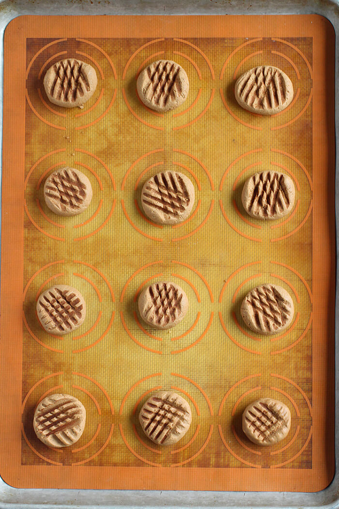 HOW TO MAKE CHOCOLATE SHORTBREAD COOKIES