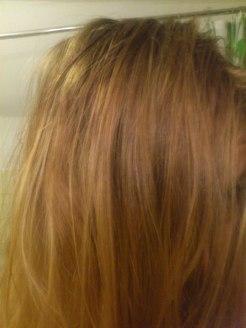 Haare nachher: leicht strubbelig, was ich aber auch ohne das Spray hinbekommen hätte!