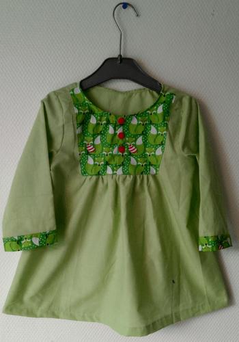 Couture robe verte avec coton renards
