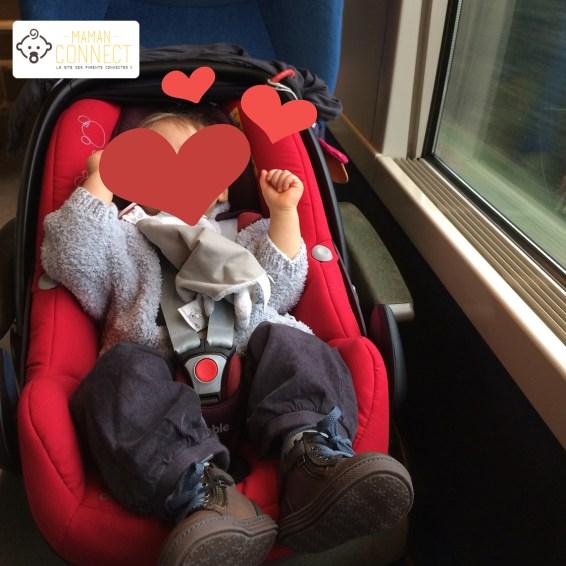 Siège-auto dans le train