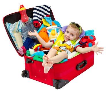 Un enfant dans les bagages pour les vacances