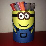 Activité manuelle avec les enfants : tutoriel de la boîte à crayons Minion