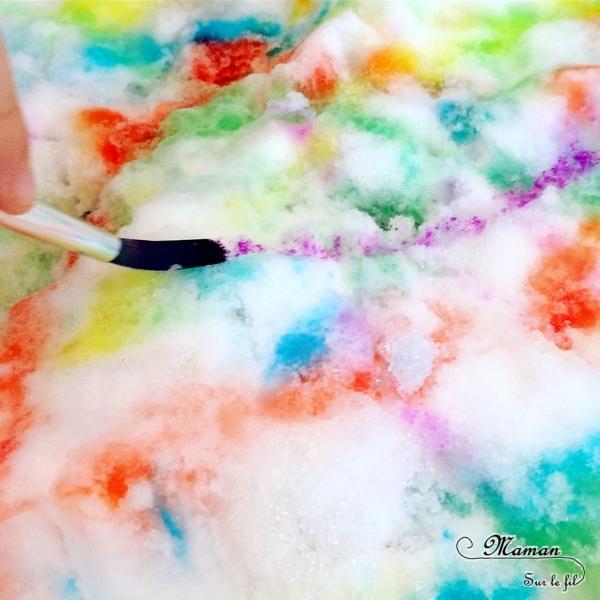Activité créative et sensorielle enfants - Peindre et colorer de la neige avec de l'encre ou du colorant alimentaire - Pipettes ou pinceaux - Invitation à créer - sensoriel - Mélange des couleurs - mslf