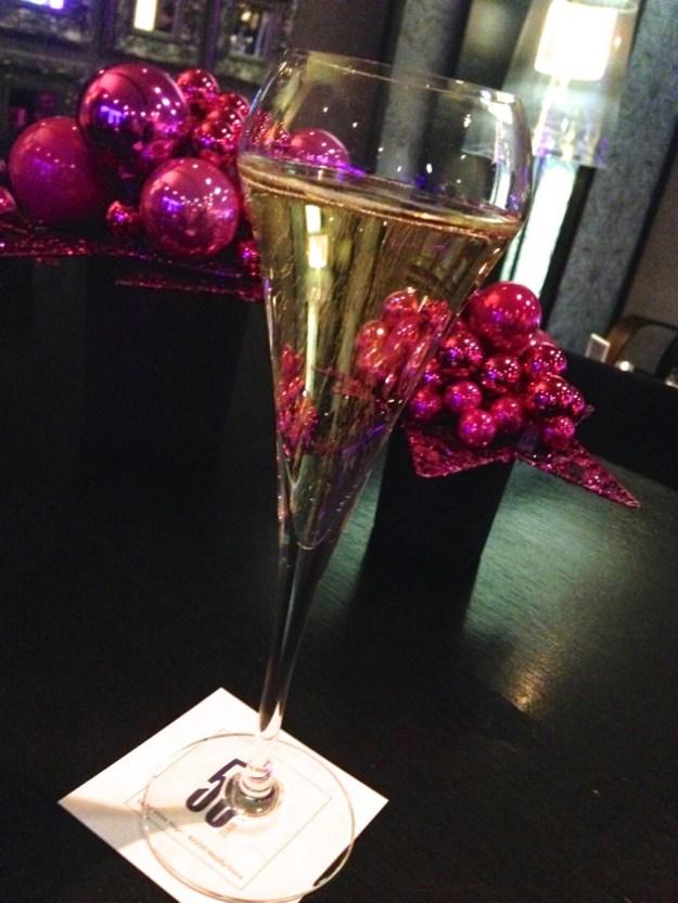 Quel bar à champagne au Mövenpick Paris Neuilly !