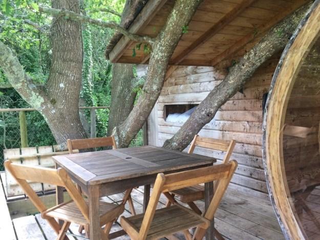 terrasse cabane dans les arbres
