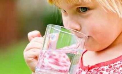 child_drinking_water_744702763.jpg_detail