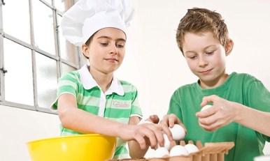 kids cracking eggs