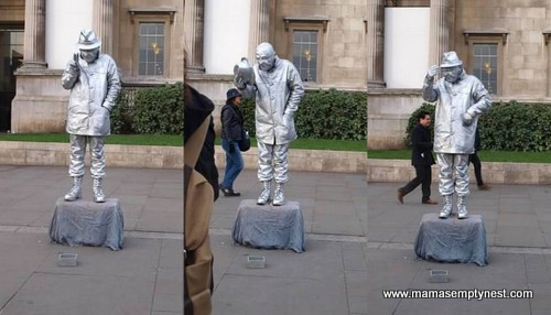 Mime in front of the National Gallery London