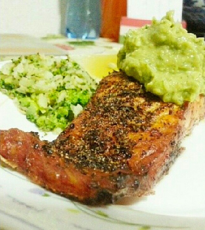 Baked Salmon with Avocado Dressing