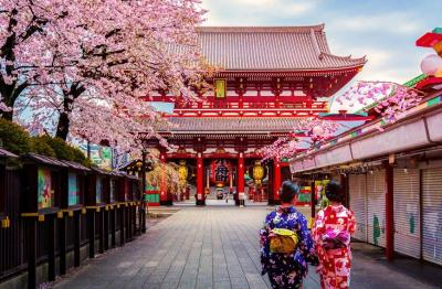 GIAPPOCROCIERA - MSC DPLENDIDA TOUR GIAPPONE  CROCIERA 7 NOTTI e PARTENZA 14 SETTEMBRE CABINA INTERNA ESP BELLA QUOTE PER PERSONA IN CABINA DOPPIA A SOLI A 3500 e ITINERARIO CROCIERA Yokohama  navigazione  Sakata  Kanazawa  Busan Corea del Sud  Kagoshima  navigazione  Yokohama e ESTENSIONE FACOLTATIVA HIROSHIMA A 625 e LA QUOTA COMPRENDE Trasferimenti aeroportuali in arrivo e partenza, notte pre-crociera, crociera con la sistemazione prescelta in pensione completa, tour come da programma effettuato con lutilizzo dellefficiente rete di trasporti pubblici giapponesi, tutti i pernottamenti presso gli alberghi previsti con colazione inclusa, assicurazione medico-bagaglio-annullamento Il tour prevede un accompagnatore italiano esperto della destinazione, ma non parificabile a una guida locale e LA QUOTA DEL TOUR NON COMPRENDE Le salite agli osservatori e le entrate ai templi sono facoltative e quindi non incluse nella quota costo massimo 60 euro circa Le mance e quanto non specificatamente indicato alla voce ela quota comprendee e NOTA BENE Durante lo svolgimento del tour potrebbero rendersi utili alcuni piccoli trasferimenti metropolitani per velocizzare alcuni spostamenti Questo potrebbe prevedere un piccolo esborso di loco quantificabile in massimo 20 euro In caso di necessitae lorganizzatore si riserva di poter modificare, anche senza preavviso, il programma, lordine delle visite e gli alberghi previsti, sostituendoli con altri di pari livello e LA QUOTA NON COMPRENDE - Tasse Portuali A 150 - Tasse Aeroportuali A 350 - Assicurazione medico-bagaglio e annullam A 100 e PROGRAMMA TOUR e DAY 1 e Sabato 07 settembre Partenza dallItalia con destinazione Osaka il costo della biglietteria aerea ao compreso nella quota cabina e DAY 2 e Domenica 08 settembre Arrivo a Osaka e accoglienza da parte degli Trasferimento presso un albergo 3 stelle a Kyoto e DAY 3 e LunedaA 09 settembre Intera giornata dedicata alla visita della cittae con il tempio Ryoanji e il Kinkalu-Ji padiglione
