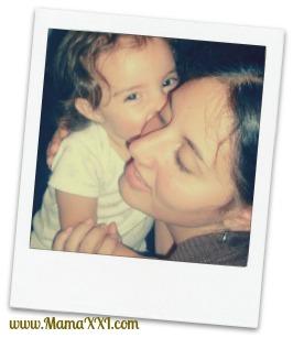 mamá y bebé, beso