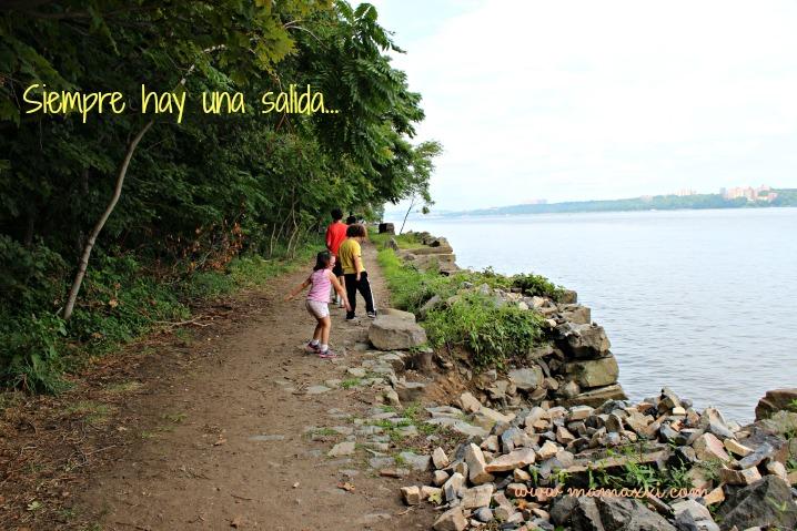 camino orilla del rio