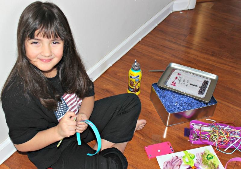 Sari jugando