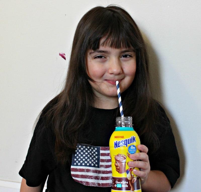 sarah tomando nesquik