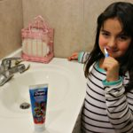 Leer y laverse los dientes ¡dos hábitos importantes difíciles de incorporar!