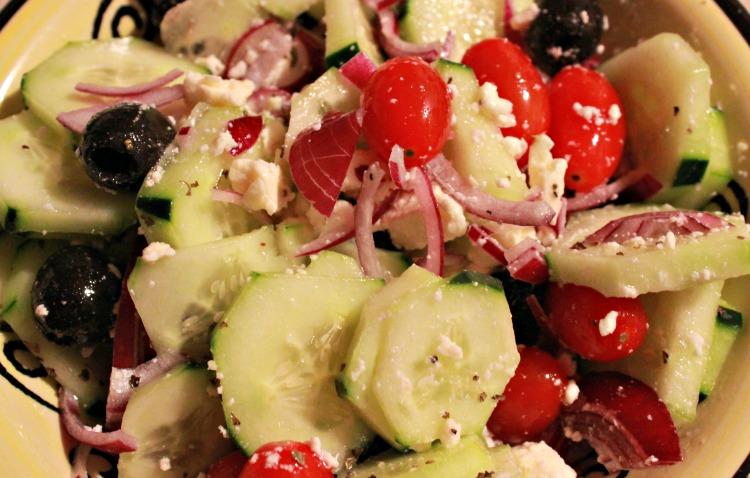 ensalada, griega, vegetales, receta, cena, comida, plato, alimentación, sana, salud, nutrición, romina tibytt, mamá xxi