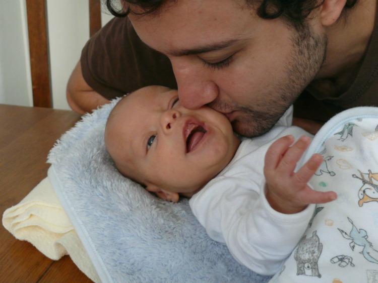 bebé, 2 meses, hijos, hijo, crianza, padre, paternidad, papá, crecimiento