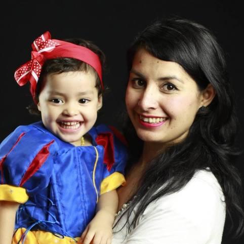 Isis-Lugo-Mama-y-maestra