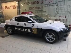 警察博物館の入り口ではパトカーがお出迎え