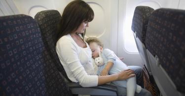 Alaptare cand calatoresti cu avionul