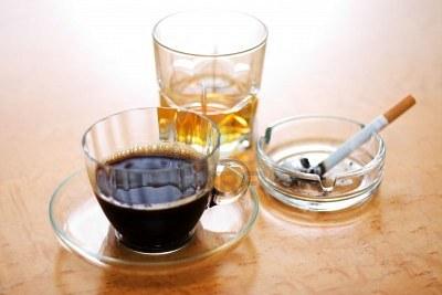Café, tabaco, alcohol. Ardor de estómago