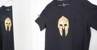 DIY COSTURA Cómo customizar una camiseta con un casco espartano
