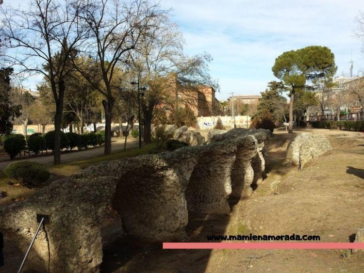 En el parque de entrada libre puedes dar un paseo tranquilo y disfrutar de las ruinas del circo romano.
