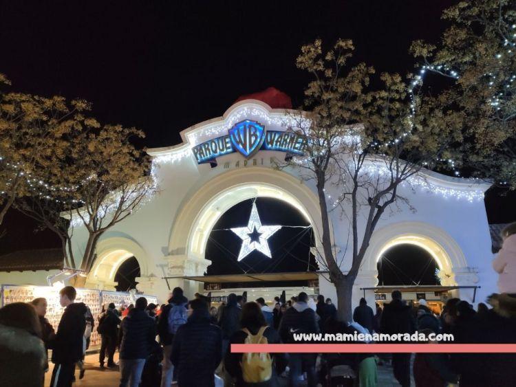 Horarios, precios, restaurantes, atracciones, espectáculos y decoración navideñas.  Os contamos como nos fue el día en el parque Warner Bros.