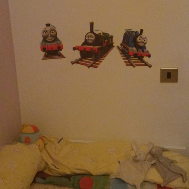 adesivi di Thomas sulla parete
