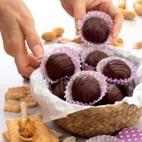Tartufini con burro di arachidi e cioccolato