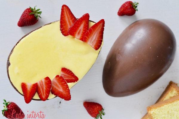 tiramisù alle fragole nell'uovo di pasqua