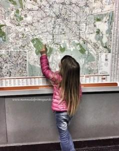 in treno con una bambina