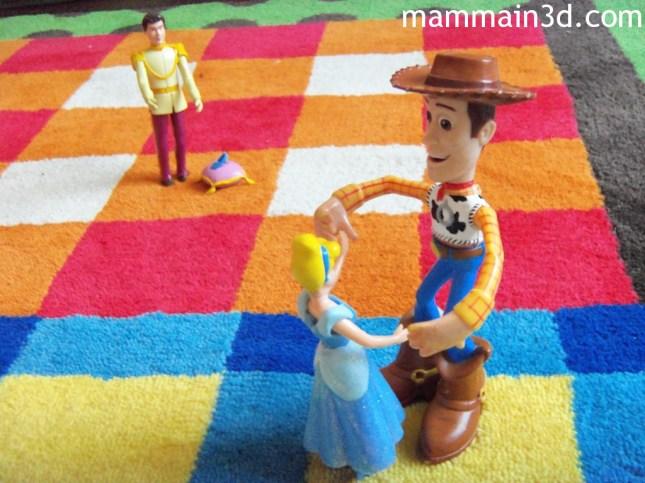 Cenerentola sceglie Woody al ballo: il fascino della simpatia