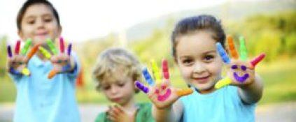 bambini in viaggio 1 300x124 - Giochi per bambini: come stimolare la fantasia
