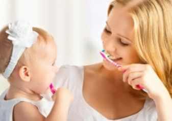 Igiene orale bambini 300x210 - Come insegnare l'igiene orale ai bambini