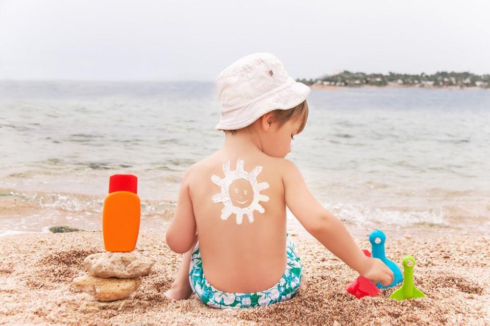scegliere la crema solare per i bambini