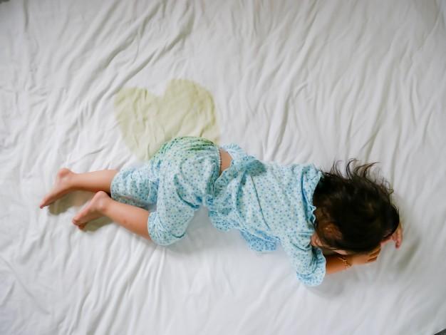 perchè i bambini fanno la pipi a letto
