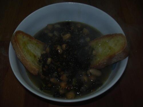 Zuppa di legumi e cavolo nero