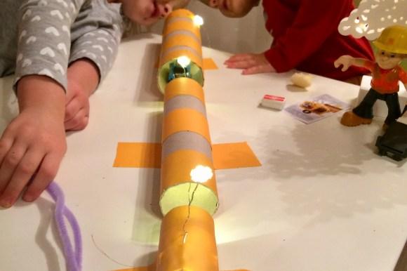 Zabawy z dzieckiem w domu – tunel